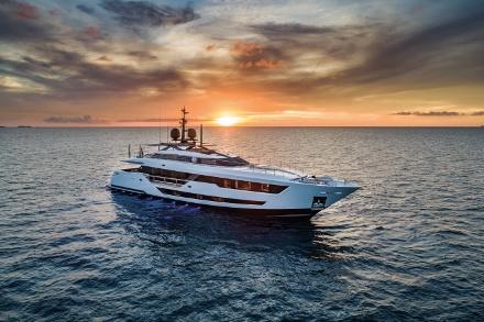 Yacht Custom Line 120'