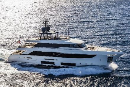 Yacht Custom Line Navetta 33