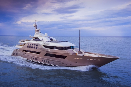 Yacht CRN J'Ade