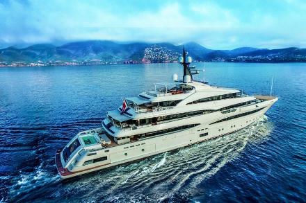 Yacht CRN Cloud 9