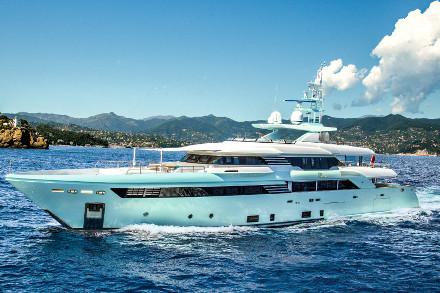 Yacht CRN Latona