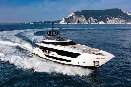 Yacht Custom Line 106'