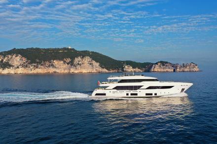 Yacht Custom Line Navetta 37